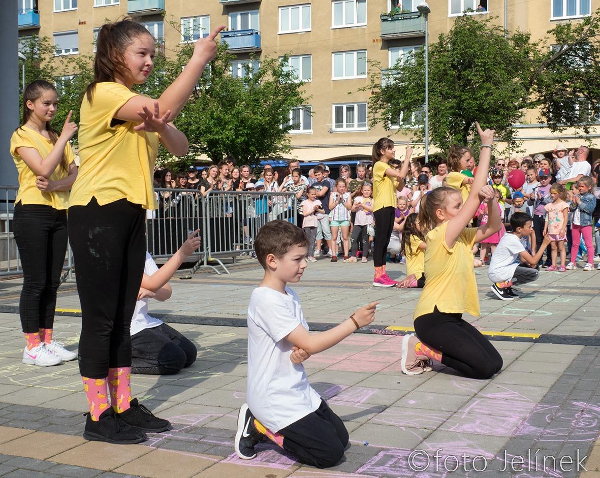 Tancujúce deti na dni mesta